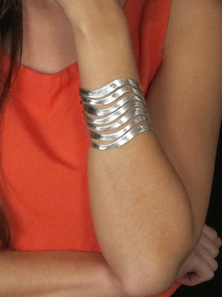 bracciale alto in zinco graffiato